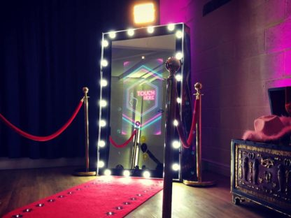Hollywood Spectre Magic Mirror Photo Booth, Scene My Event 3