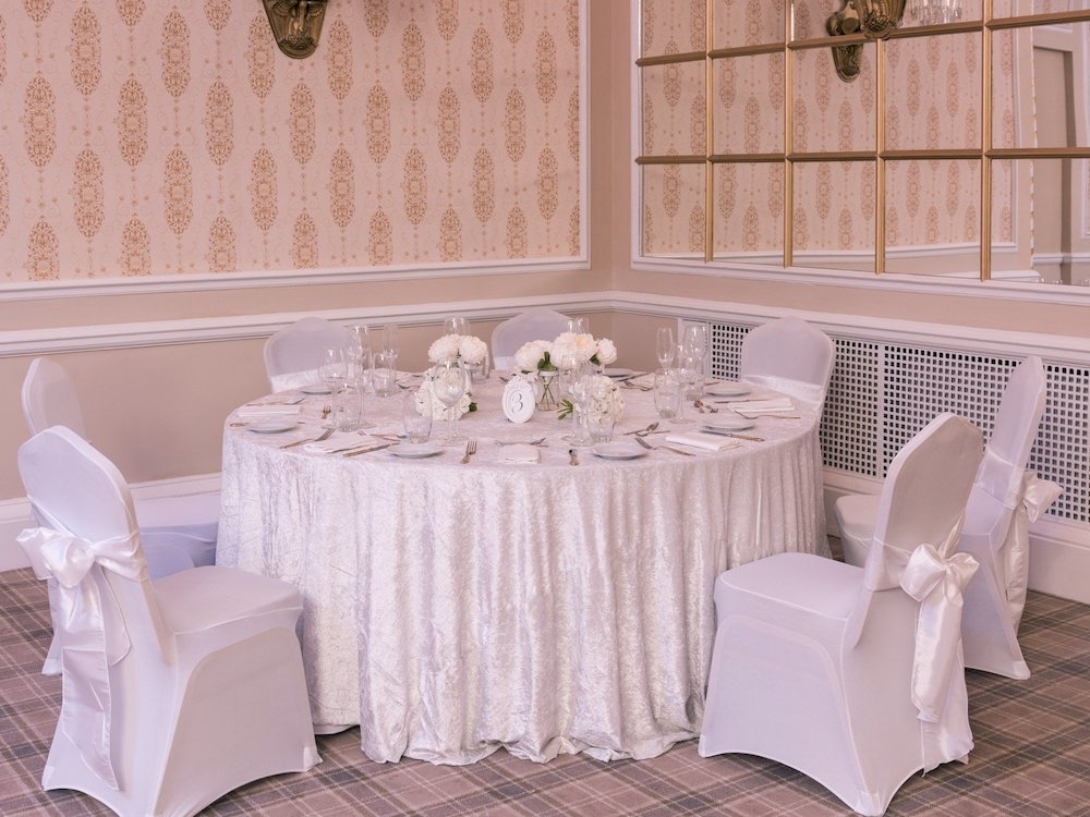 Ivory Crushed Velvet Table Cloth